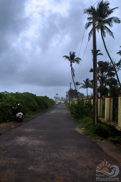 Road towards Surathkal Beach, Mangalore