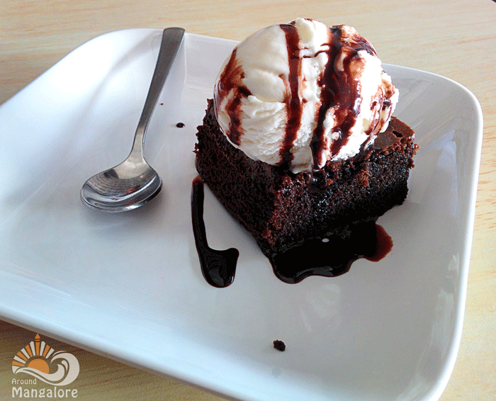 chocolate brownie with ice cream :: Grubbery - Always Hungry (Resto - Cafe), Mangalore