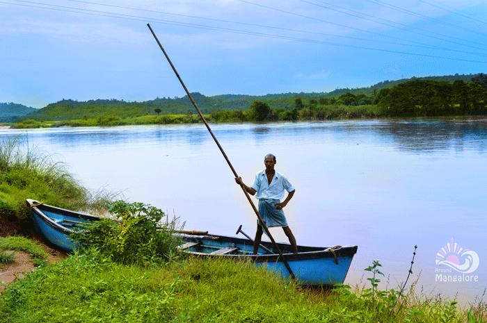 Boat ride todads Pavoor Uliya Island :: AroundMangalore.com