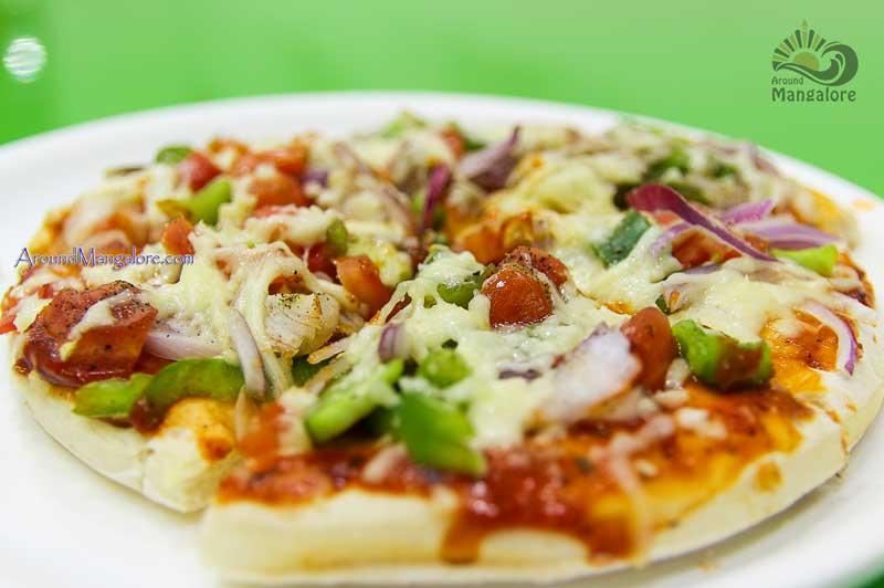 Veg Cheese Pizza - Juice It Up - Deralakatte, Mangalore