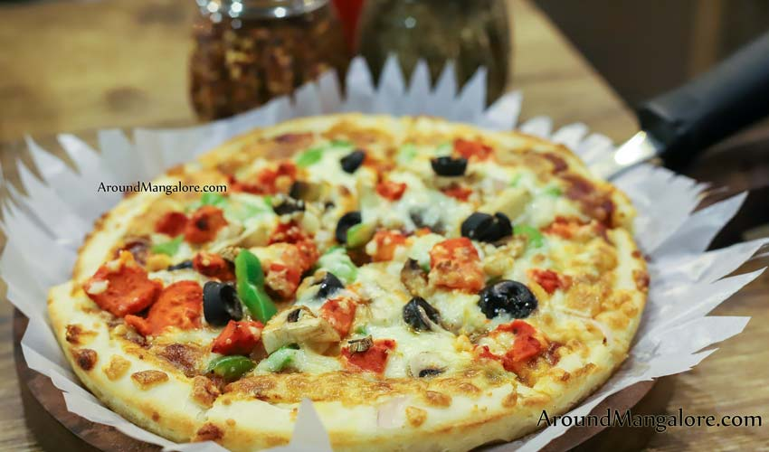 Chicken Supreme Pizza - New Pizzaland - Kodoalbail, Mangalore