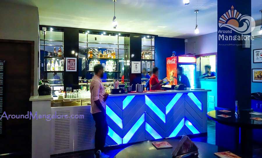 Retro Lounge Bar – Valencia Jeppu